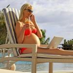 Elischeba schwanger am Hotelpool