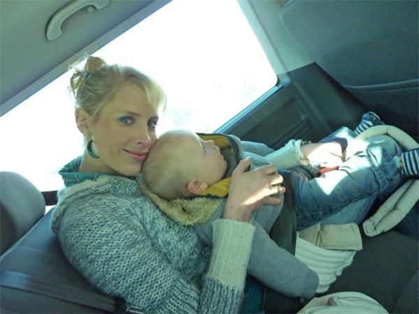 Elischeba mit Baby im Bus