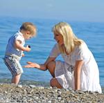 Elischeba mit Leon am Meer