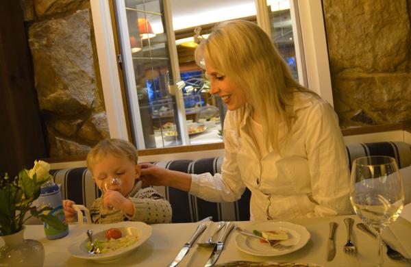 elischeba leon im restaurant 2014