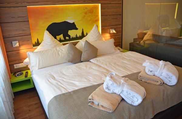 Grizzlybaer im Zimmer