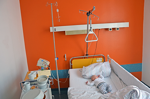 emily und elischeba im krankenhaus
