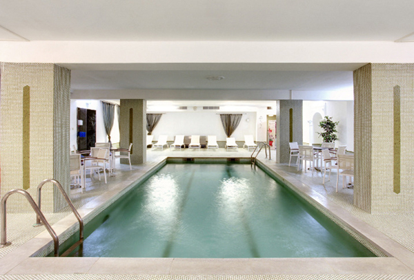 alpenhof-pool_600x407