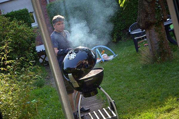 pierre beim grillen