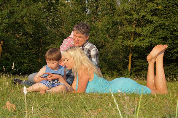 Familie Wilde auf der Wiese 2015