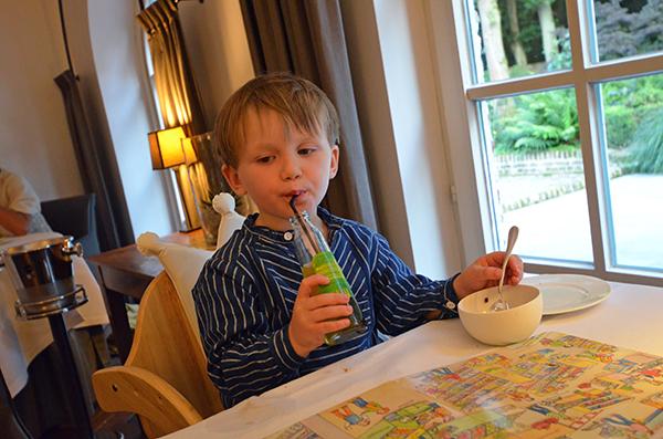 Leon mit Apfelschorle