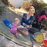 Elischeba und Emily am Strand