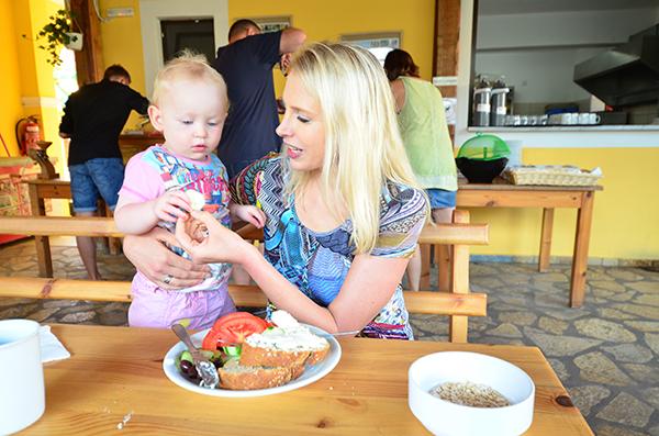 Frühstück mit Kleinkind
