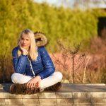 model elischeba in der Herbstsonne