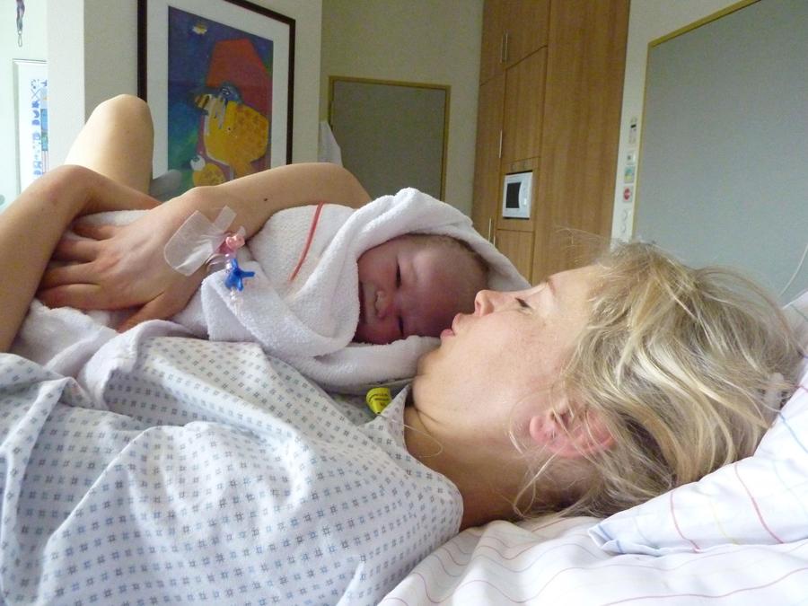 Elischeba und Leon Sekunden nach der Entbindung