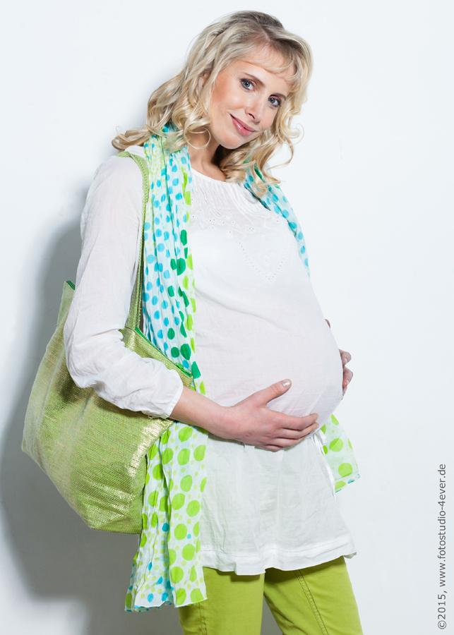 Fashionmodel Elischeba Wilde mit Babybauch