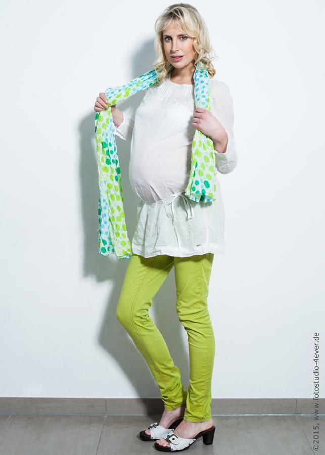 Fashionmodel Elischeba mit Babybauch