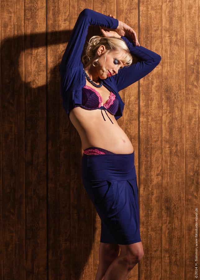Model Elischeba Babybauch dritter Monat
