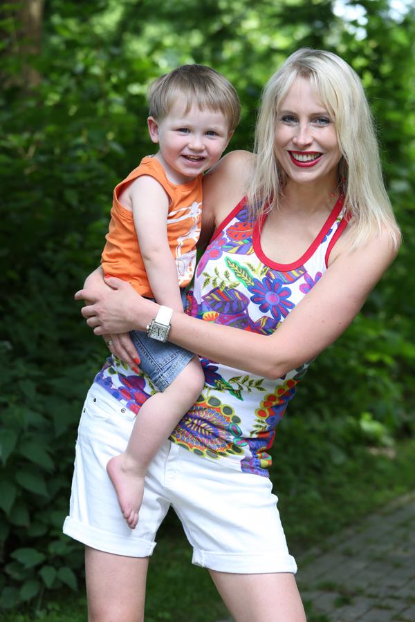 Elischeba mit Leon im Park