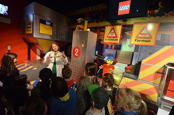 wie entsteht ein Legostein