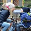 Elischeba mit Leon auf dem Velener Waldweihnachtsmarkt