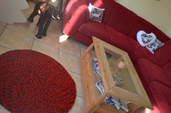 roter Teppich im Wohnzimmer