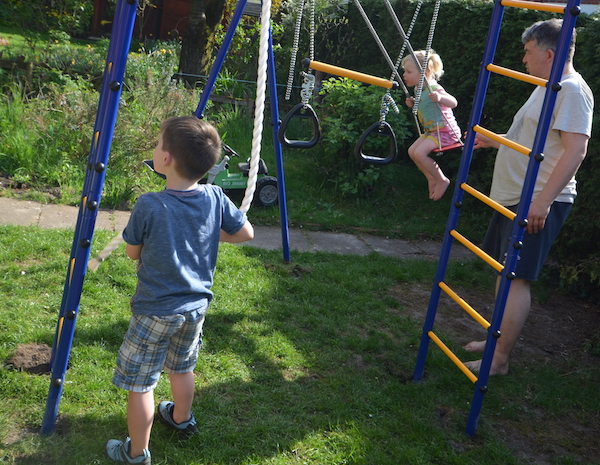 Klettergerüst Kleiner Garten : Video von unserem chaosgarten neues klettergerüst und rabattcode