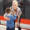 Elischeba und Leon Zug fahren
