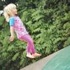 Emily auf dem Trampolin