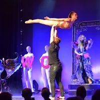 Akrobaten Künstler im GOP Theater Essen