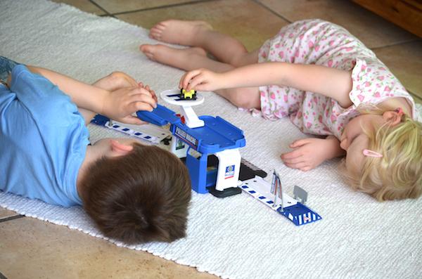 Kinder beim spielem