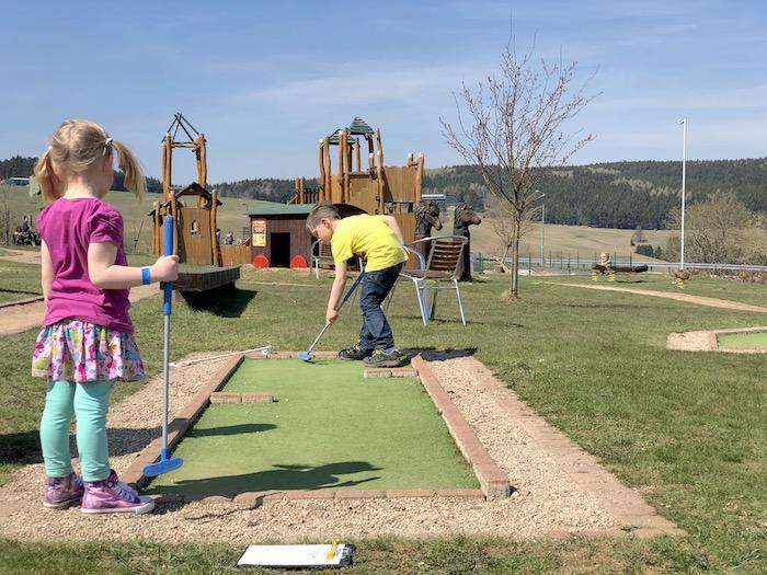 Minigolf spielen im Elldus Resort